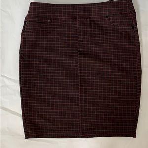 LIVERPOOL size 4 NWT pencil skirt black/maroon